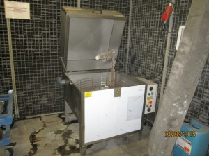 Gebruikte industriele sproeiwascabine voor reinigen en ontvetten van onderdelen